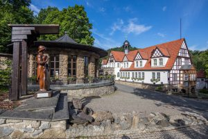 feengrotten-Blick-auf-Quellenhaus-und-Brunnentempel---Matthias-Frank-Schmidt